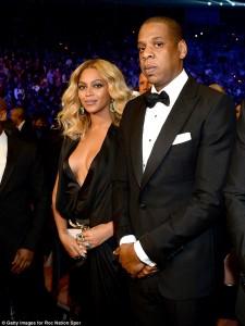 Beyonce tregon gjoksin