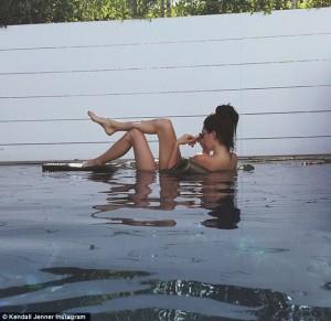 Kendall Jenner vjen me foto nudo