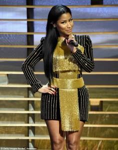 Nicki Minaj e veshur me 'flori'