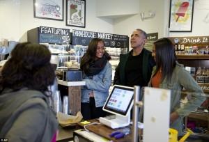 """Barack Obama, """"shopping"""" me vajzat e tij"""