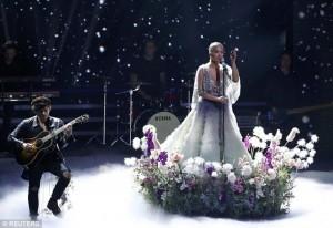 Rita Ora shkëlqen në Bambi Awards,fiton një ndër çmimet kryesore në Berlin