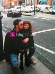 Foto të Robertit me vajzën nga lidhja jashtëmartesore