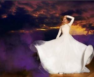 Besa Kokëdhima me fustan të bardhë