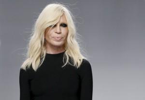 Ja si duket nga operacionet plastike Donatella Versace