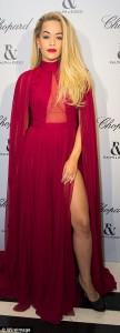Rita Ora vazhdon të shafaqet hot në sfilaten e Versace-s