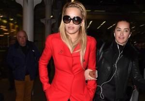 Rita Ora e veshur më të  kuqe