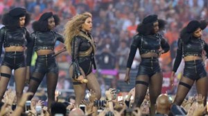 "Beyonce ""dridh"" skenën me përformancën energjike!"