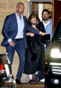 Adele mahnitëse dhe elegante në darkën me të dashurin e saj
