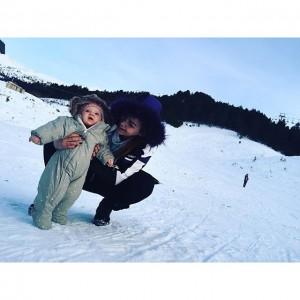 Fjolla Morina në Brezovicë me vajzën