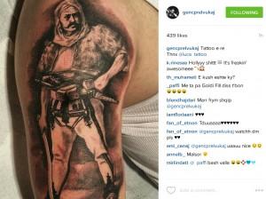 Genc Prelvukaj me tatuazh interesant në trup