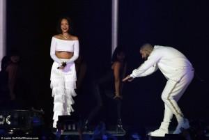 """Performanca e """"nxehtë"""" e Rihannas në """"Brit Awards"""""""