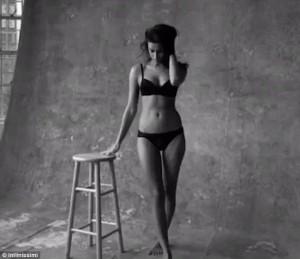 Irina Shayk fantastike me të brendshme