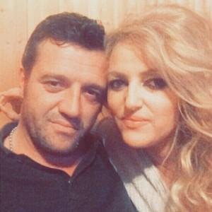 Safete Mustafa e lumtur në krahët e bashkëshortit të ri