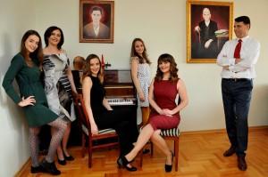 Kjo është familja ish kryministrit të Kosovës, Bajram Kosumit