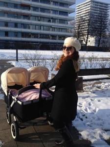 Hana Cakuli lindë binjake
