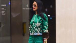 Rihanna e hijshme edhe me tuta...