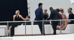 David Beckham kapet mat me një bjonde në një yacht luksoz