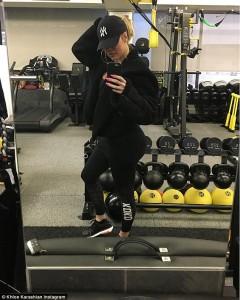 Khloe Kardashian seksi edhe në palestër