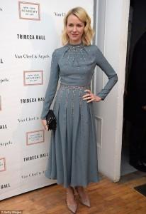 """Naomi Watts tej elegante në """"Tribeca Ball"""""""