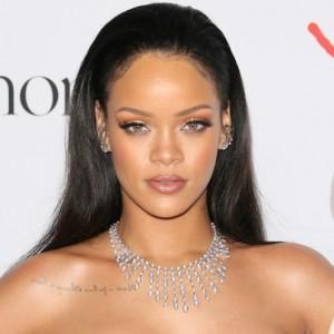 Rihanna : Nënshkruan marrëveshje 10 milionë dollarëshe