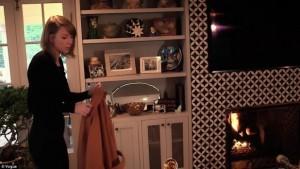 Taylor Swift i përgjigjet 73 pyetjeve të fansave në një video, duke i treguar shtëpinë e saj