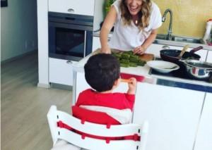 Arbana Osmani foto me djalin e saj