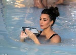 Kim Kardashian mahnit me linjat