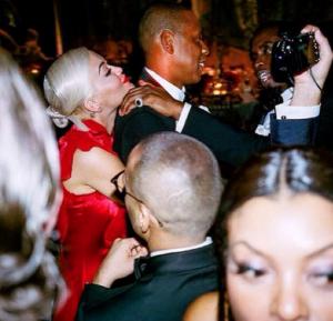 """Ja e vërteta e """"telenoveles"""", Rita Ora dhe Beyonce"""