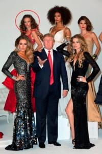 Modelja kosovare që pozonte pranë Doland Trumpit