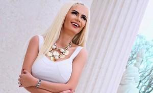 Xhesika Ndoj : Fotot nudo i bëra për t'i reklamuar të pasmet