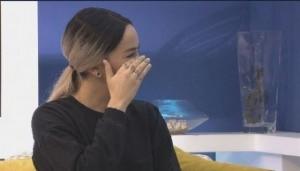 Dafina Zeqiri shpërthen në lot 'live' në emision
