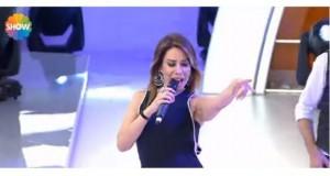 """Këngëtarja turke këndon këngën """"Të ka lali shpirt"""""""