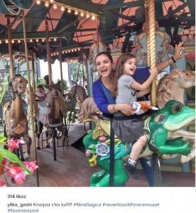 Yllka Gashi po kënaqet me vajzën e saj në SHBA