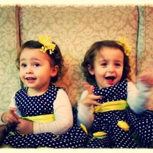 Keto janë vajzat binjake të deputetes Vjosa Osmani