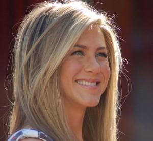 Jennifer Aniston nuk jam shtatzëninë!