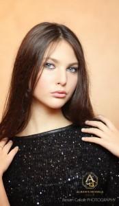 Ira Asllani shokon me bukurinë dhe përmasat e saj trupore