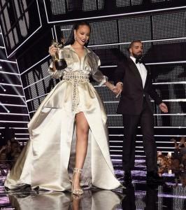 Drake zbulon lidhjen me Rihanën