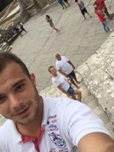 Grabovci për pushime në Sarandë,pasi ndihet i lodhur nga punësimi i miqve