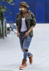 J. Lo plot stil në rrugët Los Angeles