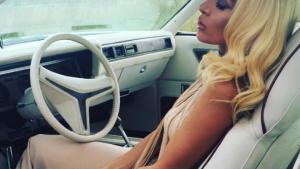 """Nora Istrefi publikon këngën e saj më të re """"Majëm"""""""
