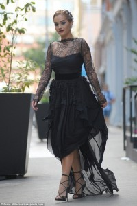 Rita Ora, mahnit me stilin e saj