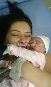 Vedat Bajrami është bërë baba, ja emri i veçantë i vajzës