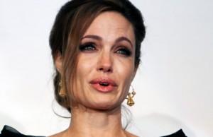 Angelina Jolie zbulon një sekret të Illuminatit
