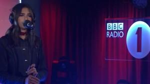 Dua Lipa, këndon këngën e re në BBC