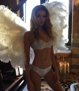 """Stella Maxwell, nudo për """"Victoria's Secret"""""""