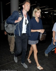 Taylor Swift dhe Tom Hiddleston i japin fund romancës