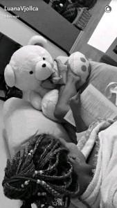 Luana Vjollca, bjondina që bën sikur lexon por librin e ka mbrapsht