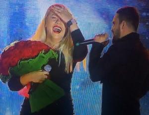 Bashkëshorti surprizë në skenë këngëtares shqiptare