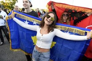 Tifozja kosovare mahnit të gjithë ndaj Finlandës