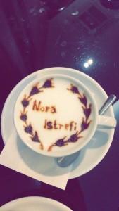 Kur Nora dhe Goldi pinë kafe në të njejtin vënd